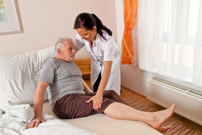 помощь лежачему пациенту