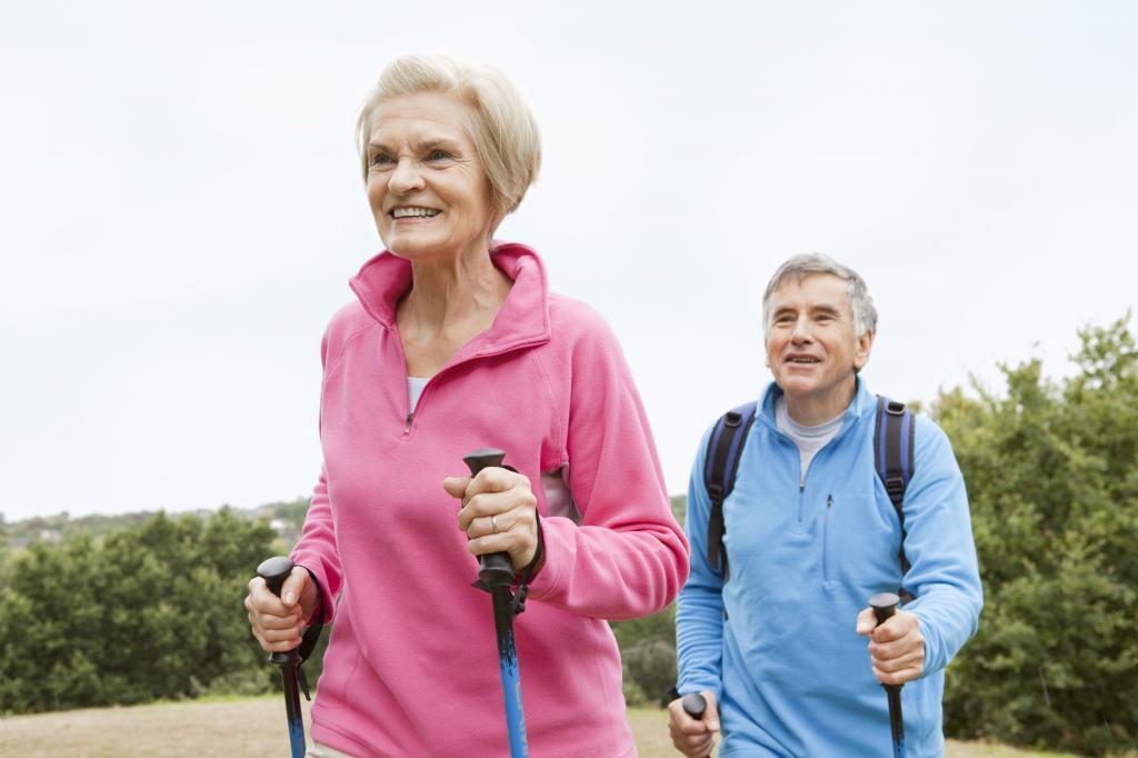 пожилые бегают