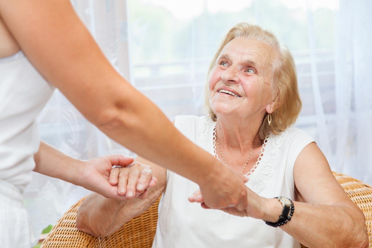 уход сиделки для-пожилого